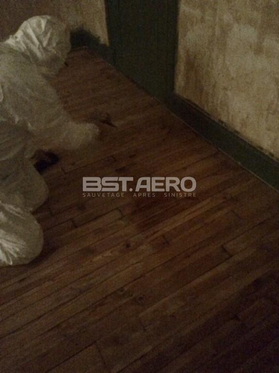 Comment enlever l odeur d humidit dans une maison - Enlever odeur urine matelas ...